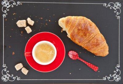 Fototapeta Kubek Kaffee und ein Croissant