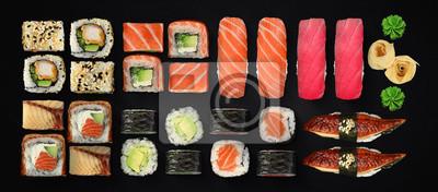 Fototapeta Kuchnia japońska. Sushi i rolki ustawione na ciemnym tle.