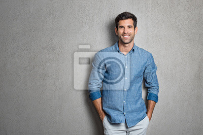 Fototapeta Łaciński człowiek stojący