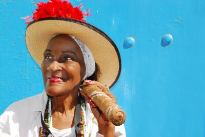 Fototapeta lady cygar w Hawanie na Kubie