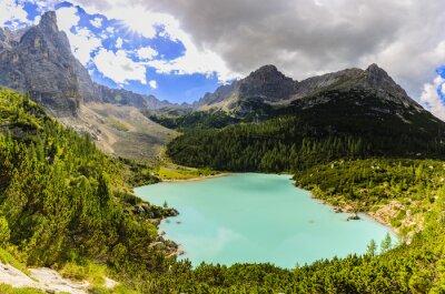 Fototapeta Lago di Sorapiss z niesamowitym kolorem wody turkusowej. Górskie jezioro w Alpach Dolomitowych. Włochy