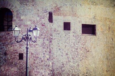 Fototapeta latarni przy starym murze