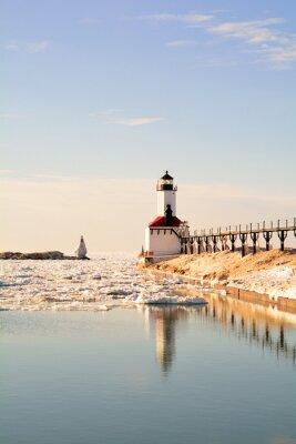 Fototapeta Latarnia morska na słoneczny dzień zimowy