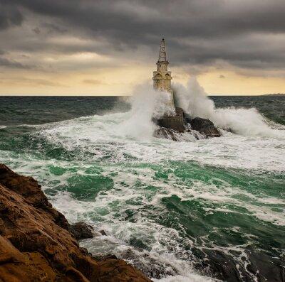 Fototapeta Latarnia morska w burzliwym morzu