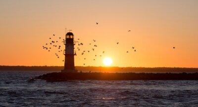 Fototapeta Latarnia morska w czasie wschodu słońca Warnemünde