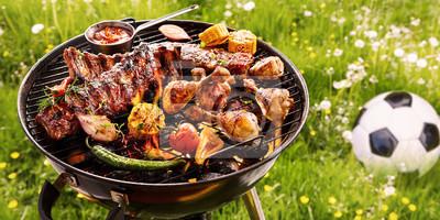 Fototapeta Lato lub wiosna grill na zewnątrz w łące
