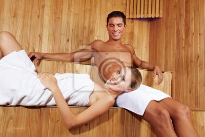 Laughing para w saunie