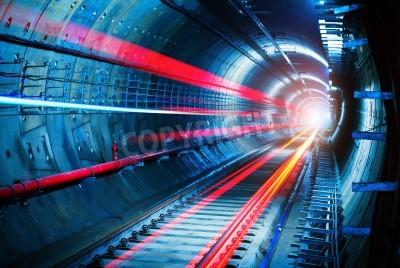 Fototapeta Lekkie ślady w tunelu metra