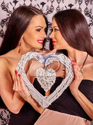 obrazy lesbijek całujących obraz czarnej cipki