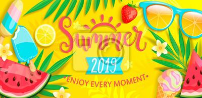 Fototapeta Letni baner z symbolami na lato, takie jak lody, arbuz, truskawki, szklanki. Ręcznie rysowane napis na szablon karty, tapety, ulotki, zaproszenia, plakat, broszura. Ilustracja wektorowa