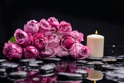 Leżący bukiet, róża ze świecą i kamieniami do terapii