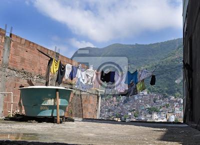 Linia ubrań w Favela Rocinha. Rio De Janeiro.