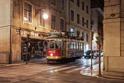 Fototapeta Lizbona, Portugalia - 27 czerwca: Old-fashioned tramwajowy w dniu 27 czerwca 2014 w Lizbonie, w Portugalii