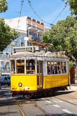 Fototapeta Lizbona, Portugalia - 30 lipca: Vintage tramwaj w centrum Lizbony w dniu 30 lipca 2014 w Lizbonie, w Portugalii