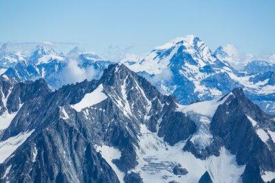Fototapeta Lód, śnieg i lodowce przylegają do boków Mont Blanc w Alpach francuskich