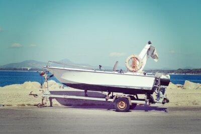 Fototapeta łódź na przyczepie przez doku