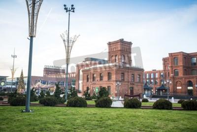 Fototapeta Łódź, Polska - 25 grudnia 2015: centrum handlowego Manufaktura przekształcone z budynków przemysłowych do eleganckiego miejsca na zakupy