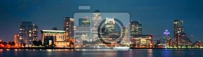 London Canary Wharf w nocy