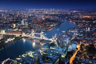 Fototapeta Londyn w nocy z architektury miejskiej i Tower Bridge