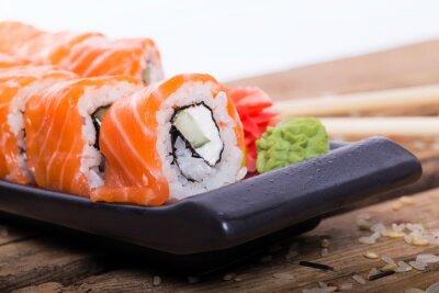 Fototapeta Łosoś sushi rolkach
