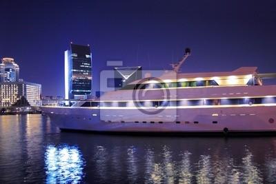 Luksusowy jacht w Dubai Creek, Zjednoczone Emiraty Arabskie