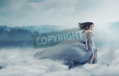 Fototapeta Magiczne brunetka pani w polu mglisty