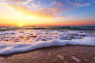 Fototapeta Majestic ocean słońca z łamiącym fali.