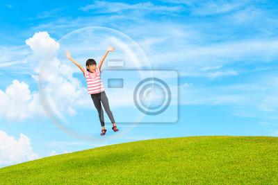 Fototapeta Mała dziewczynka stoi w bubble sferze
