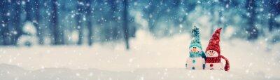 Fototapeta małe dzianiny snowmans na miękkim śniegu na niebieskim tle
