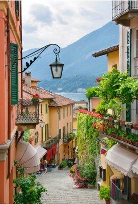 Fototapeta Malownicze miasteczko widok ulicy w Lake Como we Włoszech