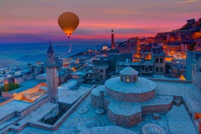 Fototapeta Mardin stare miasto z jasnym błękitnym niebem - Mardin, Turcja