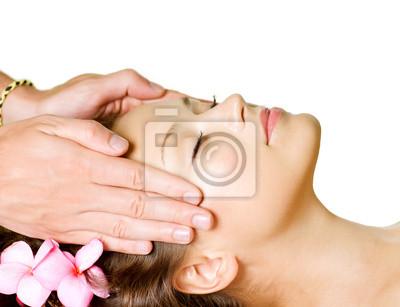 Masaż Spa. Piękna kobieta dostaje masażu twarzy. Day-Spa
