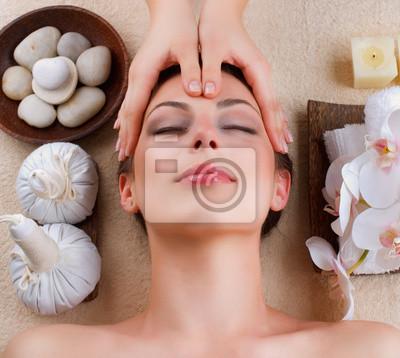Masaż twarzy w salonie spa
