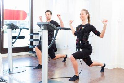Fototapeta Mężczyzna i kobieta o treningu EMS