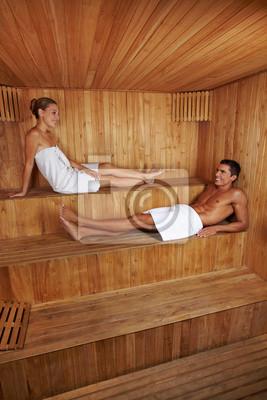 Mężczyzna i kobieta razem w saunie