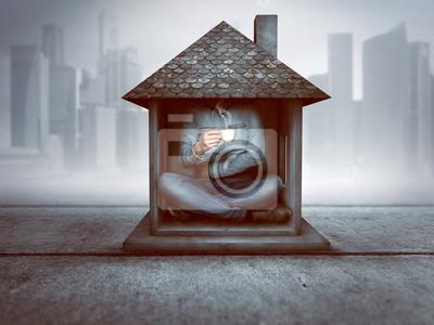 Fototapeta Mężczyzna siedzi w małym domu