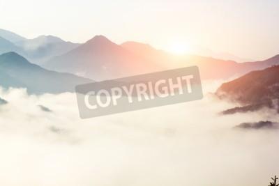 Fototapeta mgła i chmury górski krajobraz doliny, Chiny