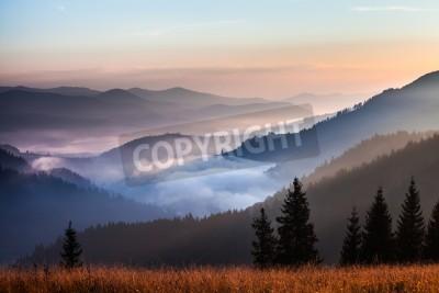 Fototapeta mgła i chmury górski krajobraz doliny, Ukraina