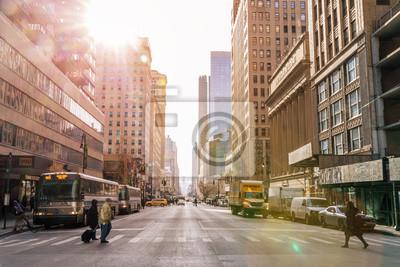 Fototapeta MIASTO NOWY JORK - 3 stycznia: Taksówki ulice, ruchliwe skrzyżowanie turystów handlowych i słynnej ulicy w Nowym Jorku i USA, widziane na 3 stycznia 2018 r. W Nowym Jorku.