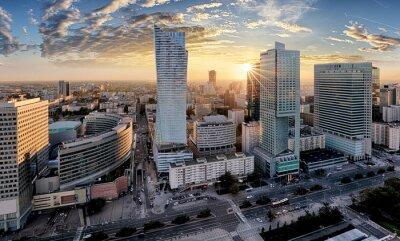 Fototapeta Miasto Warszawa z nowoczesnym drapaczu chmur o zachodzie słońca, Polska