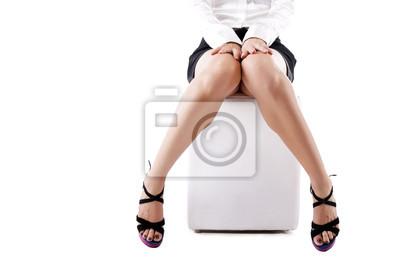 Młoda kobieta nogi w modnych wysoki obcas czarne buty, na odrobina