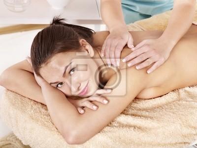 Młoda kobieta piękne na masaż.