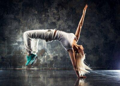 Fototapeta Młoda kobieta tancerka