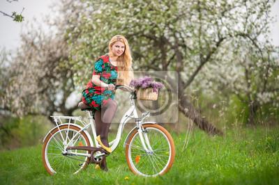 494ad817 Fototapeta Vintage różowy rower z koszem kwiatów na wymiar • różowy ...