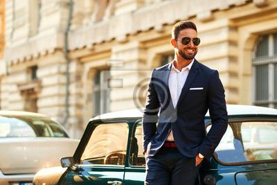 Fototapeta Młody biznesmen w samochodzie