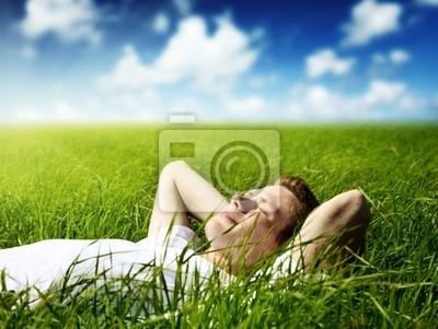 Fototapeta Młody człowiek w trawie