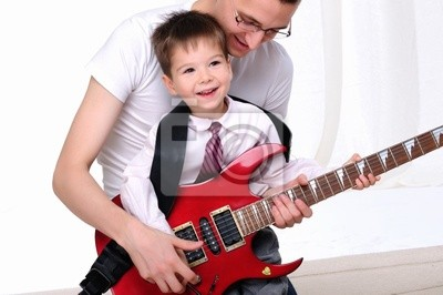 Fototapeta Młody ojciec uczy swojego syna