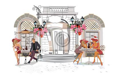 Moda ludzie w kawiarni ulicy. Uliczna kawiarnia z kwiatami w starym mieście.