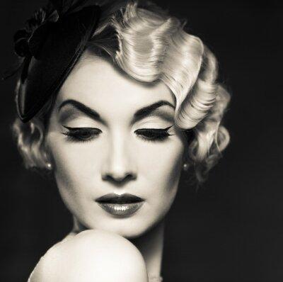 Fototapeta Monochromatyczny obraz eleganckiej blond kobieta retro