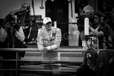 Fototapeta MONTE CARLO - 24 maja 7-krotny mistrz świata Michael Schumacher z Mercedes F1 Team podczas Pracitice wyścigów relaksuje sesji Formuły Grand Prix Monako w dniu 24 maja 2012 w Monte Carlo, Monako
